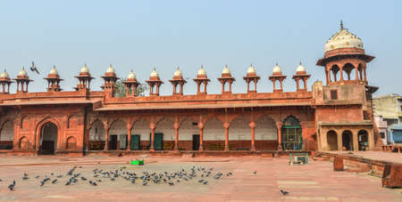 Agra, India - Nov 12, 2017. Ancient temple in Agra, India. Agra is included on the Golden Triangle tourist circuit, along with Delhi and Jaipur. 新聞圖片