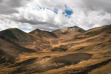 plateau: The Qinghai-Tibet plateau mountain