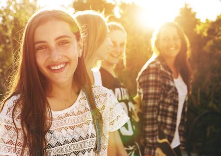 친구의 그룹의 초상화, 사람은 미소를 카메라 스톡 콘텐츠