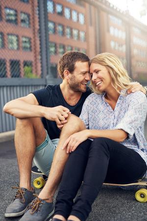 Big couple ville aimer et caresser Banque d'images - 45856328