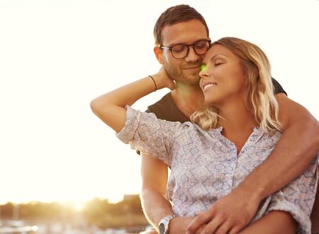 Mari et femme en vacances sur un été chaud