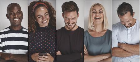 Collage de un grupo de jóvenes empresarios étnicamente diversos riendo mientras está de pie contra un fondo gris
