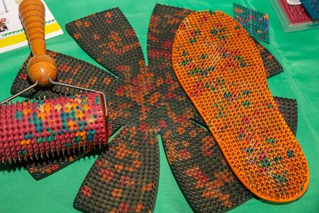 there are needle applicators: in the form of a Mat and in the form of a roller and as an insole for shoes, designed for home restorative massage, therapeutic reflexology, relaxation, lifting. Indoors,