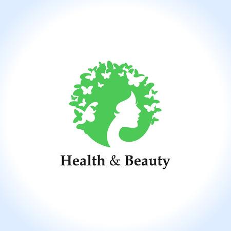 Salud y belleza concepto: cara y mariposas de la mujer.