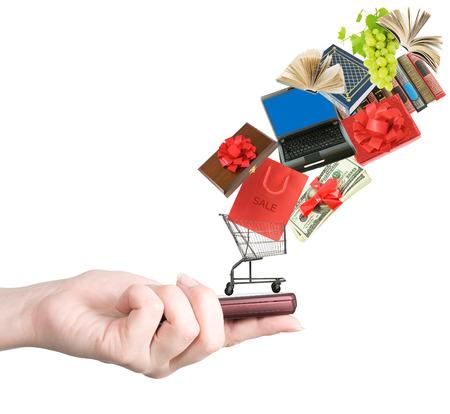 telefono antico: Moderno telefono cellulare in mano con un sacco di merci isolato su bianco (e-shopping e concetto di vendita) Archivio Fotografico