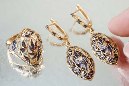 jewelry set with ring and earrings on silver background, pawnshop concept, jewerly shop concept 版權商用圖片