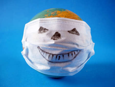 pumpkin wearing a face mask for protection from coronavirus. Halloween and covid-19 pandemic concept Imagens