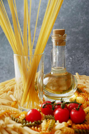 Various types of pasta, Raw pasta set and tomato, set, closeup Imagens