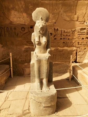 louxor: D�esse Sekhmet � la temple fun�raire de Rams�s III, � la Migdol de M�dinet Habou, sur la rive ouest du Nil, en face de la ville moderne de Louxor, �gypte.