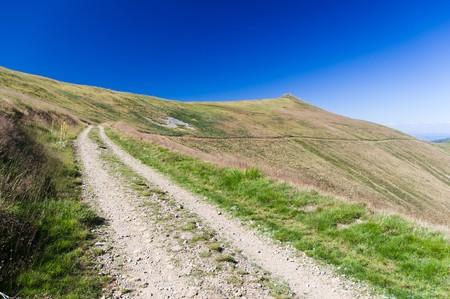 Berg-Straße in den Ossogovo-Bergen in der Nähe von Kyustendil, Bulgaria