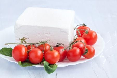 Kirschtomaten und bulgarischen weißer Käse