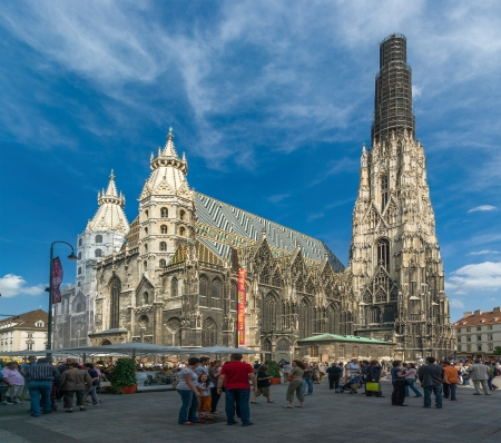 stephansplatz: Viena - MAY 24: St. Stephens Cathedral on May 24, 2008 in Viena, Austria. Editorial