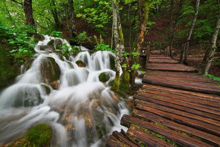Cascades near the tourist path in Plitvice lakes national park Standard-Bild