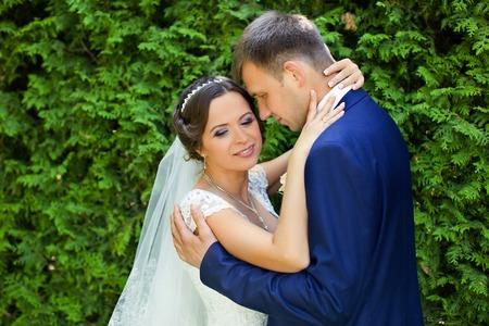parejas romanticas: toc� suavemente el novio a la novia