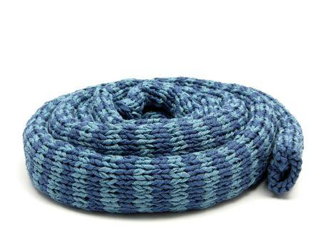 einrollen: Blau gestreifte reeled bis Strick-Schal auf wei�