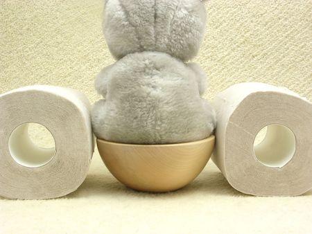 Objetos suaves e higiénicos sanitarios sobre fondo beige  Foto de archivo - 5706172