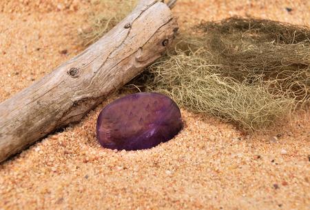 quarz: Amethyst on beach