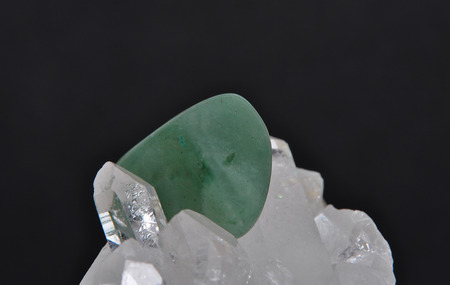 aventurine: Aventurin on rock crystal