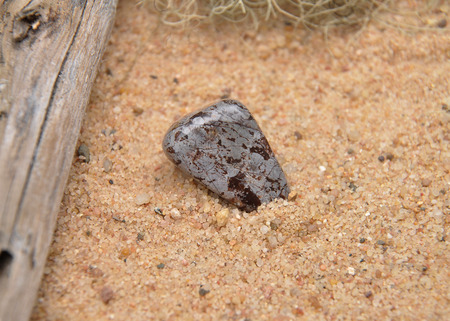 gemology: Cipolin on beach
