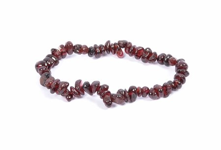 shiver: Splintered garnet chain on white background