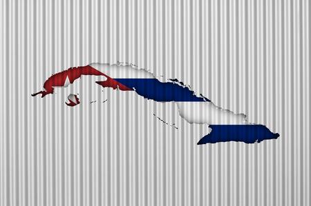 Mapa y bandera de Cuba en hierro corrugado Foto de archivo