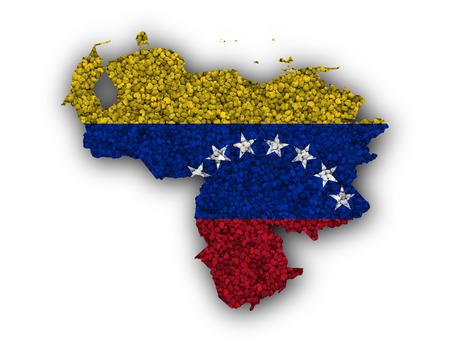 Mapa y bandera de Venezuela sobre semillas de amapola Foto de archivo