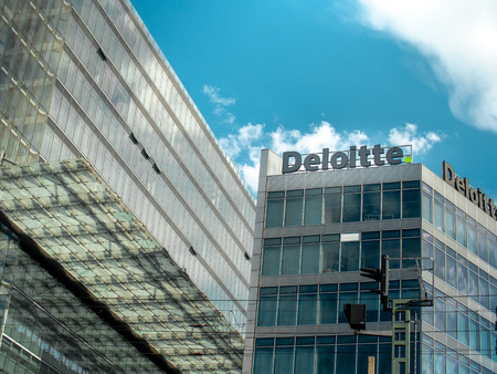 View of the Deloitte offices from the street in Berlin 報道画像