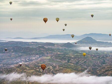 Hot Air Balloons over Cappadocia Desert Standard-Bild