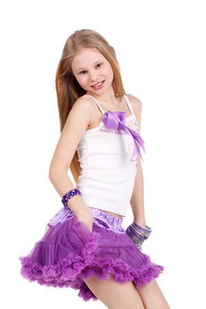 Closeup imagen de una bella adolescente rubia bailando