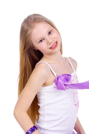 immagine del primo piano di una ragazza bionda abbastanza adolescente