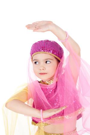 hübsches kleines Mädchen im Kostüm der östlichen Schönheit