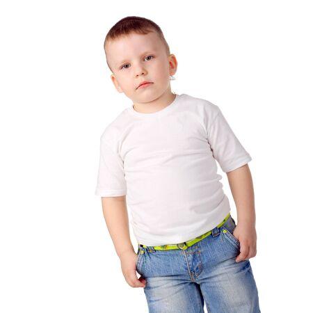 Nahaufnahme des süßen kleinen Jungen in Jeans Standard-Bild