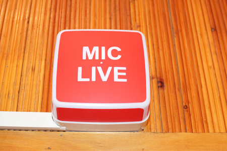 mic live sign in radio studio Stok Fotoğraf - 95828005