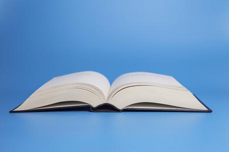 Open book on blue background 版權商用圖片