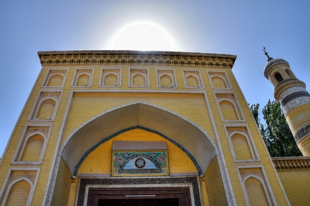 Id Kah Mosque, and the famous historical site, located in the Xinjiang Uighur Autonomous Region of China. It is the largest mosque in China. The mosque was built by Saqsiz Mirza in about 1442.