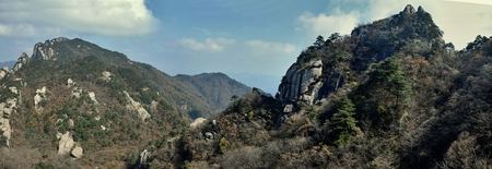 Top of the hills at Mount Jiuhua, Nine Glorious Mountains, one of the four sacred mountains of Chinese Buddhism located in Qingyang County in Anhui Province in China. Reklamní fotografie
