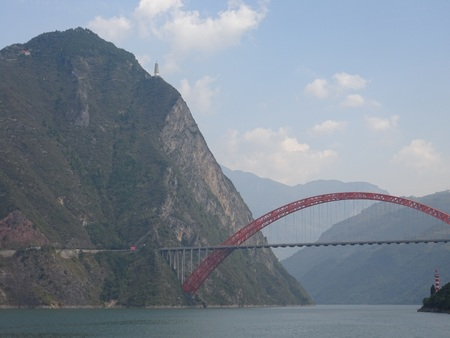 The Wushan Yangtze River Bridge in the Three Gorges of Chongqing in China. Banco de Imagens