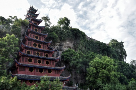 A temple it the village Shibaozhai near the city of Wushan on the Yangtze river near the Three Gorges valley, Hubei province, China. Standard-Bild - 103675156