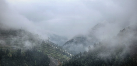 The Mountain landscape of Guizhou province in China. High hills,small villages terraced paddies and tea fields hidden in the clouds, splendour and magnificence of the nature. 版權商用圖片