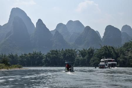 The bamboo rafts on the river Li in the Yangshuo 版權商用圖片