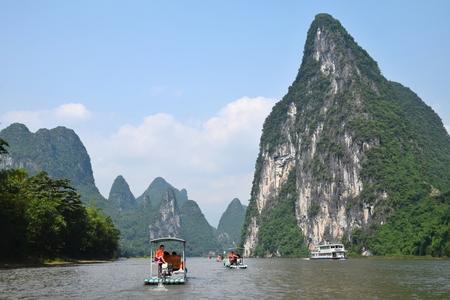 The bamboo rafts on the river Li in Yangshuo 新聞圖片