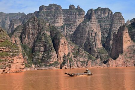 Liujiaxia Dam the picturesque place near the Bingling Cave with great rock formations along the Yellow River, Gansu province, China. Banco de Imagens