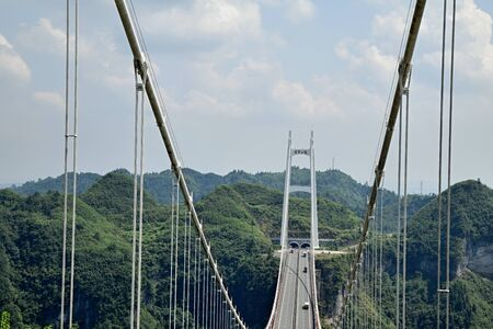 The Aizhai Bridge is a suspension bridge near Jishou in Hunan province in China. The bridge was built as part of an expressway from southwest Chinas Chongqing to Changsha. Banco de Imagens