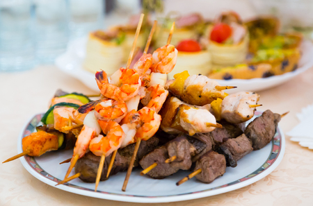 banket: Kebab. Delicacies and snacks in the buffet. Seafood. A gala reception. Banquet. Catering.