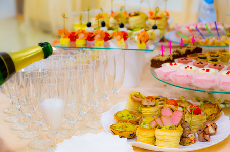 banket: Delicacies and snacks in the buffet. Champagne. Seafood. A gala reception. Banquet. Catering.
