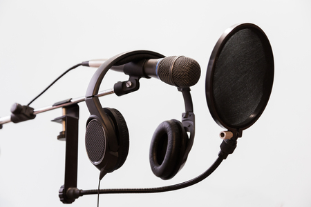 cardioid: Cardioid condenser microphone, headphones and pop filter on a gray background. Home recording Studio. Foto de archivo