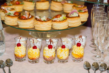 Snacks, fish and meat specialties on the buffet. Desserts. A gala reception. Served tables. Catering. Stock Photo - 85096060