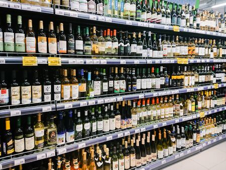 Saratov / Russia - February 5, 2019: Various brands of white wine on the supermarket. 新聞圖片
