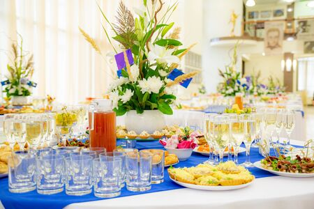 Festively laid tables at the Banquet. Various delicacies, snacks and drinks. Catering. Stok Fotoğraf - 131891187