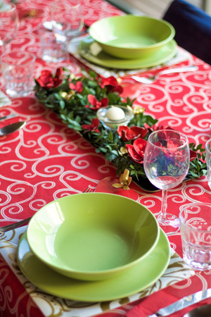 table arrangement for christmas holidays in vivid colors